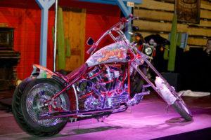 SWISS-CUSTOM schickt Gewinner der Bikeshow nach Abu Dhabi