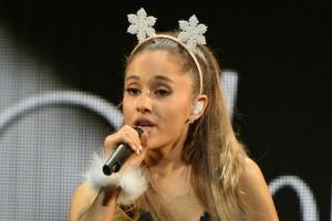 Ariana Grande stirbt fast auf der Bühne