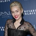 Miley Cyrus: Nackte Brüste für Joan Jett