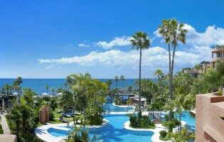 Flug und Aufenthalt im 5-Sterne-Hotel Kempinski in Andalusien zu gewinnen