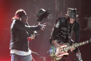 'Guns N' Roses'-Fans hinter Gittern