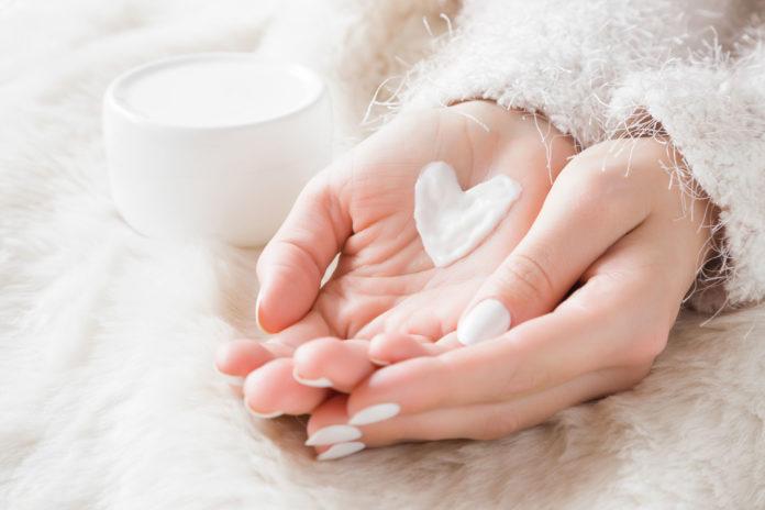 Schöne Haut im Winter: Fünf hilfreiche Pflegetipps