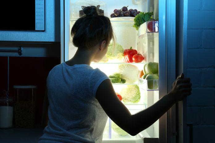 Darum sollte man nächtliche Hungeranfälle unter Kontrolle haben