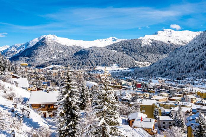 Gewinne ein Wochenende für zwei in Davos mit Skipass und Hockeyspiel