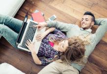 Smartphone Banking: Wenn das Sofa zum Finanzplatz wird