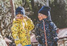 Neue Frühlings- und Sommermode für den Nachwuchs
