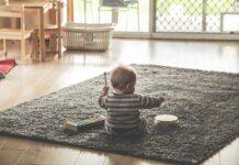 Das richtige Babyspielzeug für glückliche, zufriedene Babys