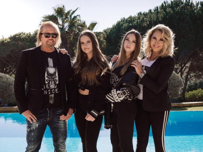 Robert und Carmen Geiss mit den Töchtern Davina und Shania