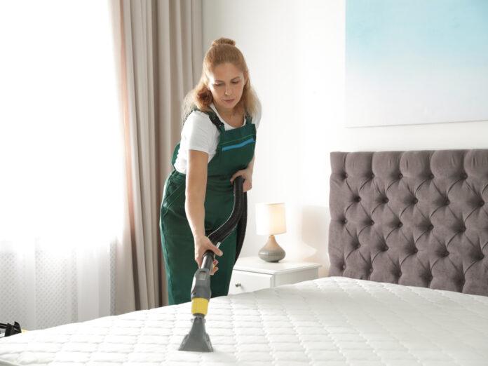 Eine verunreinigte Matratze kann ein Gesundheitsrisiko darstellen.