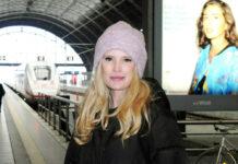 """Mirja du Mont bei der Ankunft am Leipziger Hauptbahnhof anlässlich der TV-Aufzeichnung der Talkshow """"Riverboat""""."""