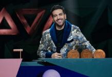 """Elyas M'Barek führte im Bademantel durch die letzte Folge der ersten Staffel von """"Wer stiehlt mir die Show?"""" - und gewann erneut."""