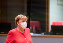 Bundeskanzlerin Angela Merkel sieht Deutschland an der Schwelle zu einer neuen Phase der Corona-Pandemie.