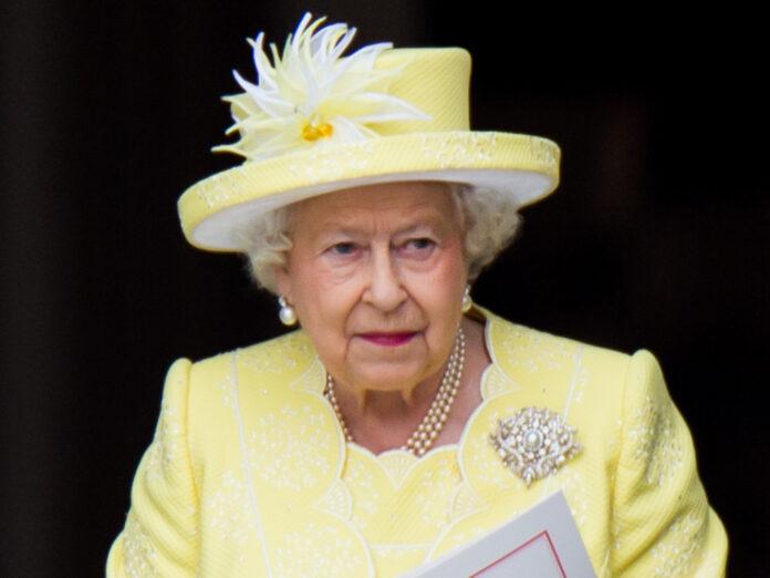 Zwei Corgi-Welpen sollen Queen Elizabeth II. trösten.