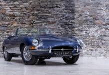 Als dunkelblaues Cabriolet steht der Jaguar E-Type sogar im MOMA in New York.