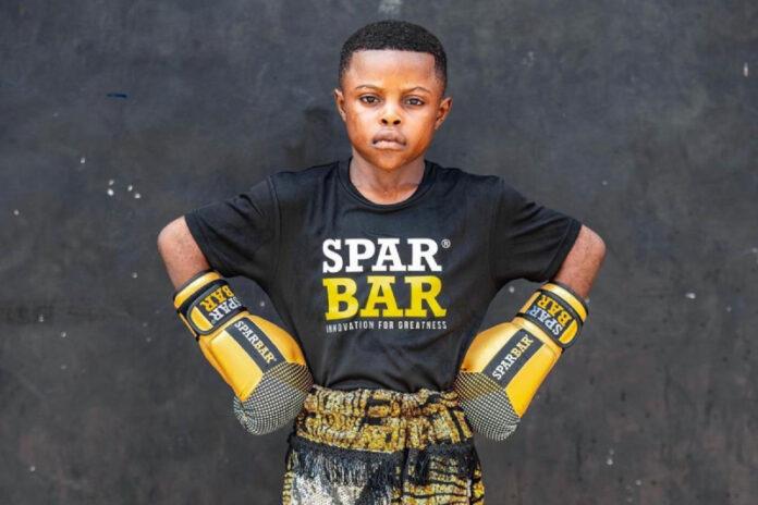 Mini-Boxer aus Ghana sorgt für Furore