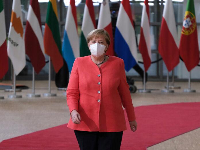 Angela Merkel hat ihre erste Impfdosis erhalten.