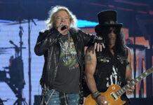 Guns N' Roses während eines Auftritts im Jahr 2017