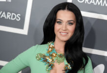 Katy Perry kann sich nicht ganz von ihrem alten Signature-Look trennen.