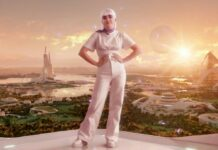 """Maisie Williams verwandelt sich für eine neue Werbekampagne in ihren """"Avatar-Zwilling""""."""