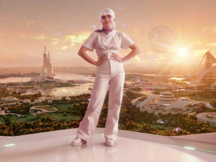 Maisie Williams verwandelt sich für eine neue Werbekampagne in ihren