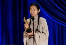 """Chloé Zhaos Film """"Nomadland"""" sahnte drei der bedeutendsten Preise des Abends ab"""