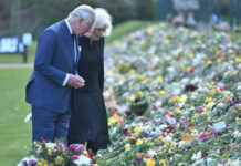 Prinz Charles und Herzogin Camilla in den Gärten von Marlborough House in London.