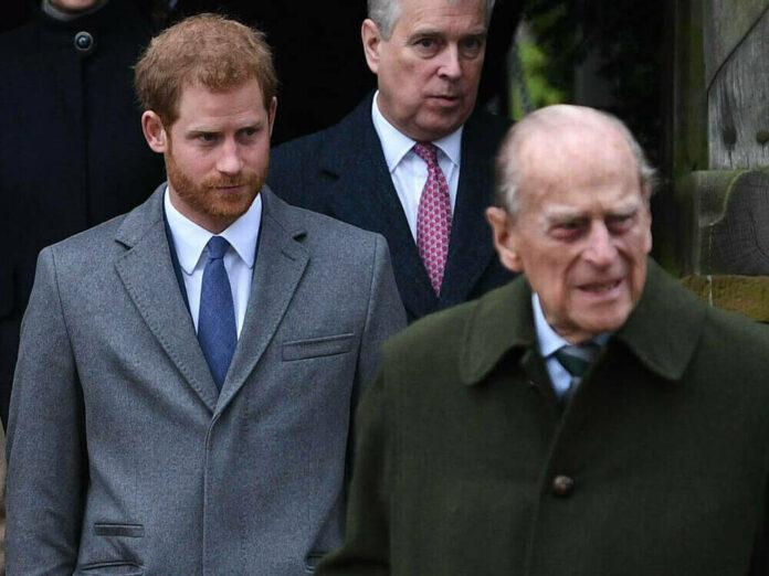 Prinz Harry (li.) wird Prinz Philip