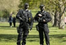 Bewaffnete Polizisten in Windsor