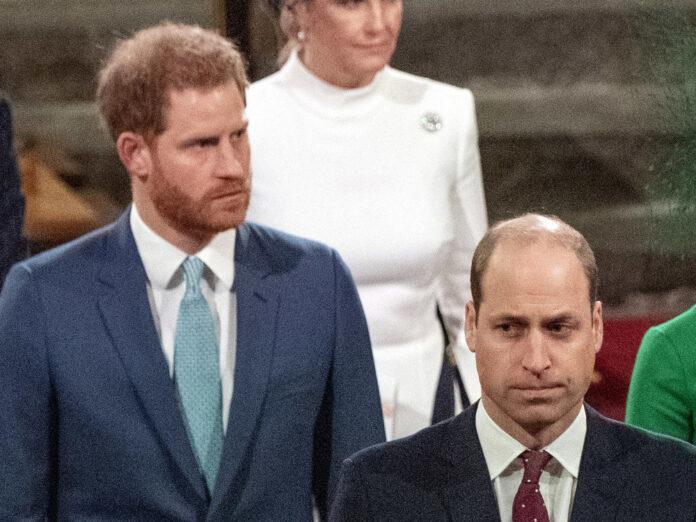 Prinz Harry (li.) und Prinz William bei einem Gottesdienst in London 2020.