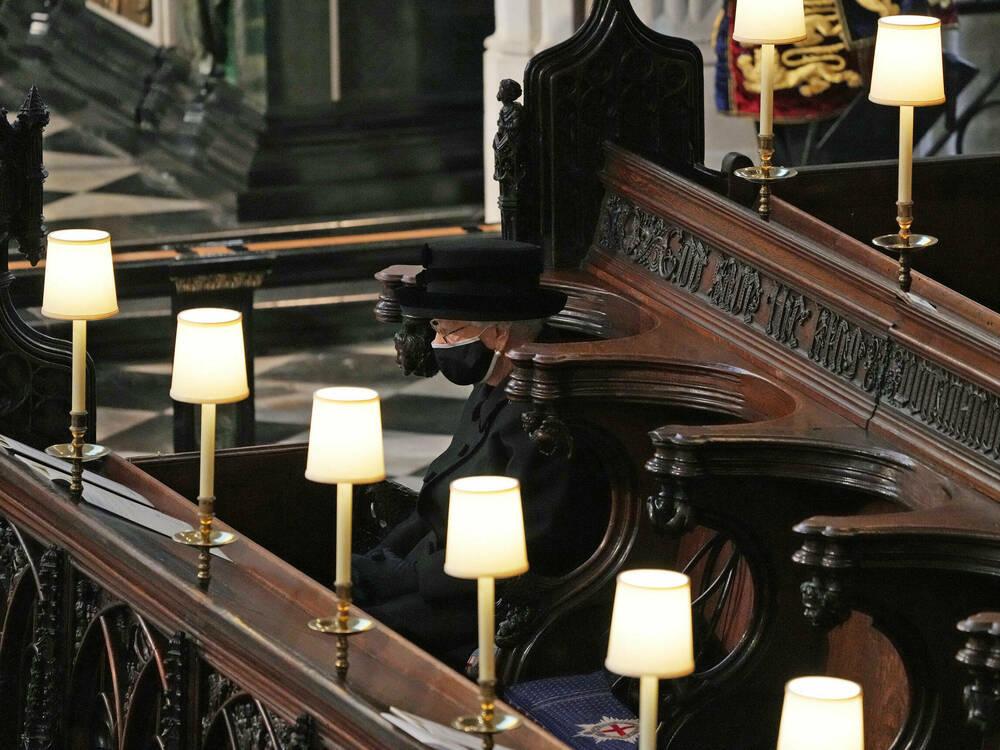 Queen-Elizabeth-II-Bilder-der-einsamen-K-nigin-ber-hren-die-Nation