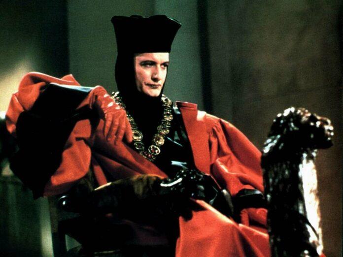 John de Lancie in seiner Rolle des Q in