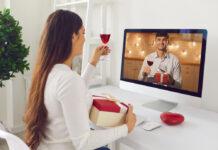 In der Corona-Krise daten mehr Menschen per Videocall.