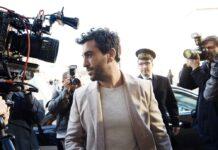 """Elyas M'Barek wird in """"Liebesdings"""" von Paparazzi belagert."""