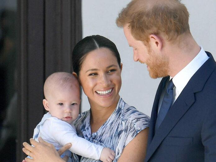 Herzogin Meghan mit ihrem Sohn Archie und ihrem Ehemann Prinz Harry bei einem Termin 2019