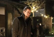 """""""Tatort: Rhythm and Love"""": Prof. Karl-Friedrich Boerne (Jan Josef Liefers) genießt das Lagerfeuer."""