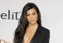 Kourtney Kardashian kann offenbar passabel mit Tätowiernadeln umgehen.