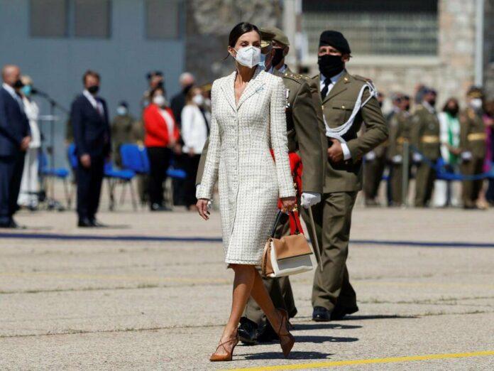Königin Letizia bei ihrem jüngsten Auftritt im Tweed-Kleid.