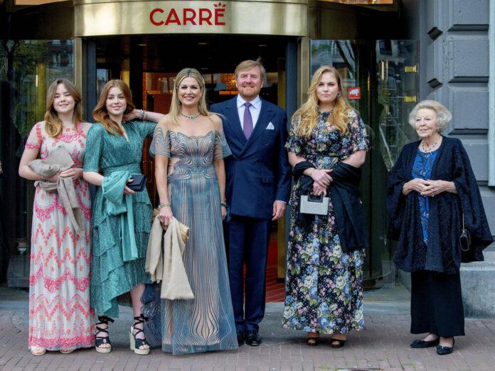 Die niederländischen Royals vor dem Theater Carré.