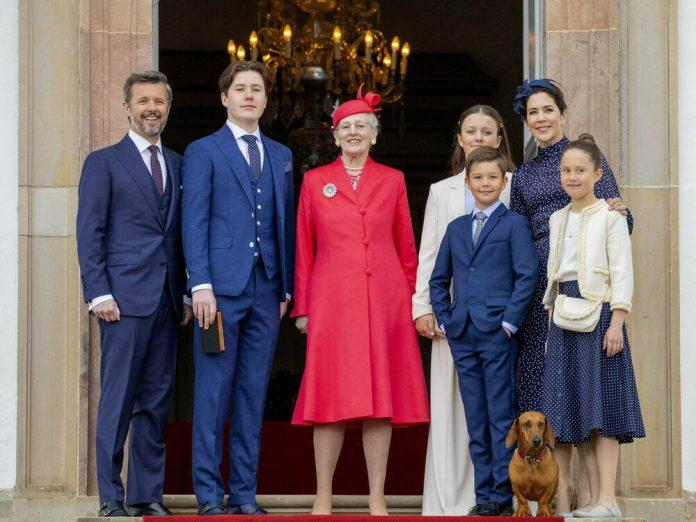 Prinz Christian von Dänemark (2.v.li.) posierte mit seinem Vater