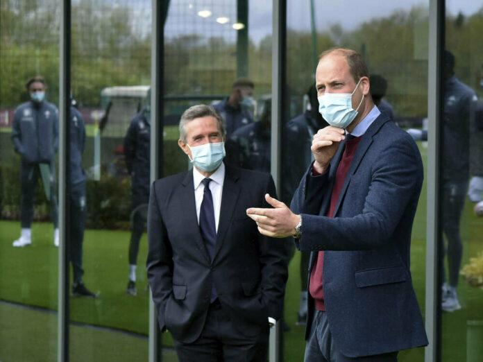 Prinz William besucht ein neues Trainingszentrum von Aston Villa