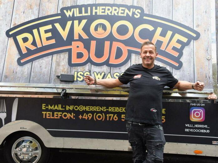 Willi Herren bei der Eröffnung seines Food Trucks Mitte April.