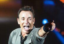 """Bruce Springsteen gibt wieder seine beliebten """"Springsteen on Broadway""""-Konzerte."""