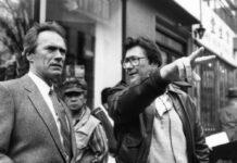 """US-Stuntman Wayne """"Buddy"""" Van Horn (r.) und US-Star Clint Eastwood an einem Filmset im Jahr 1988."""