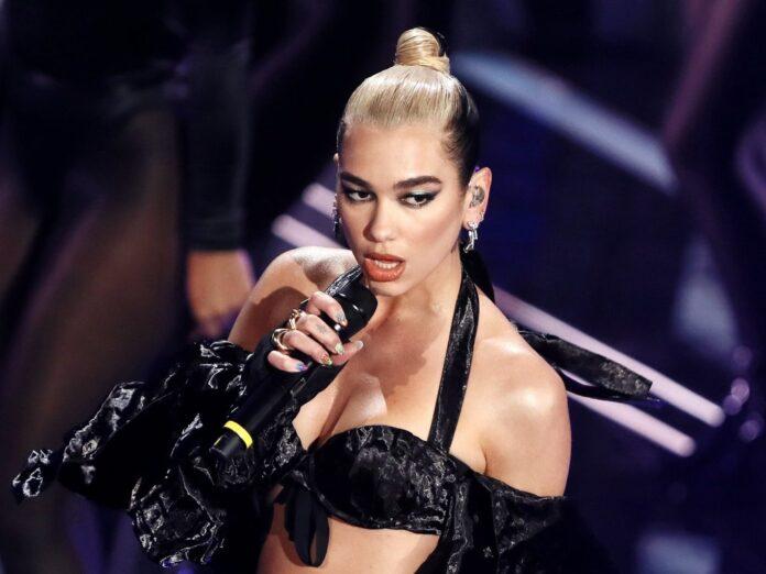 Dua Lipa während eines Auftritts in Italien im Februar 2020