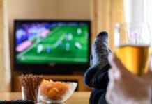 Einen ganzen Monat lang können Fans gemütlich von der Couch aus bei der Fußball-EM mitfiebern.