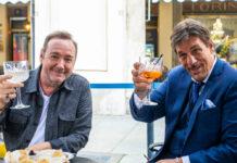 Schauspieler Kevin Spacey (l.) und Robert Davi in Turin