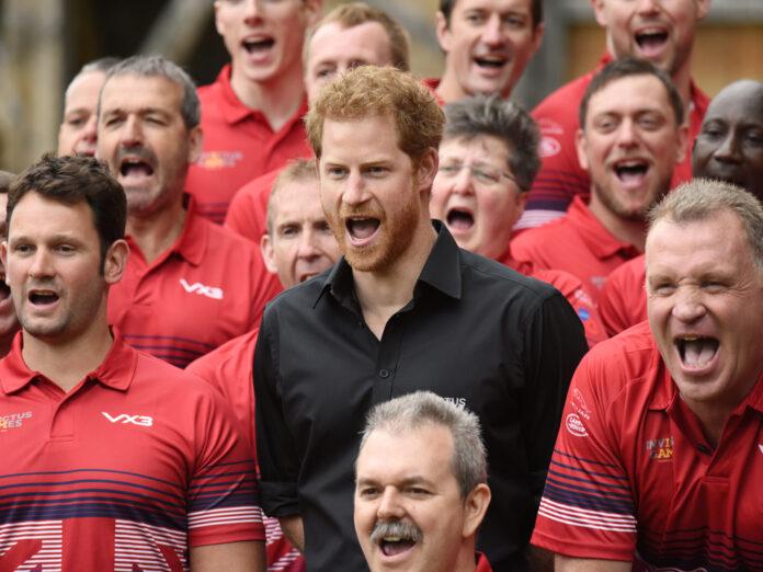 Prinz Harry (schwarzes Hemd) mit dem britischen Team für die Invictus Games im Jahr 2017