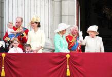 """Die Queen (r.) mit weiteren Mitgliedern der königlichen Familie bei der """"Trooping the Colour""""-Parade im Jahr 2019"""