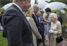 Die Queen im Gespräch mit Joe und Jill Biden
