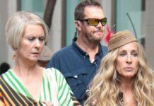 """Sarah Jessica Parker (r.) und Cynthia Nixon am Set von """"And Just Like That..."""""""